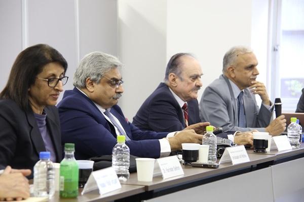 「インドのVIF研究所と国際会議を開催」